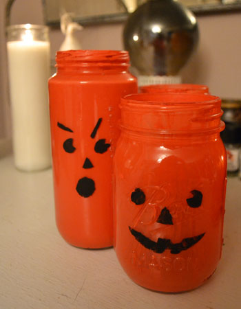 Halloween crafts for kids: jar-o'-lanterns