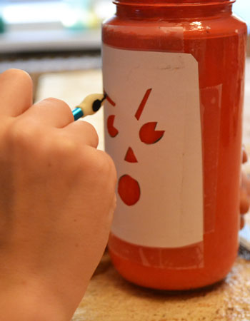 Halloween crafts for kids: jar-o'-lantern painting